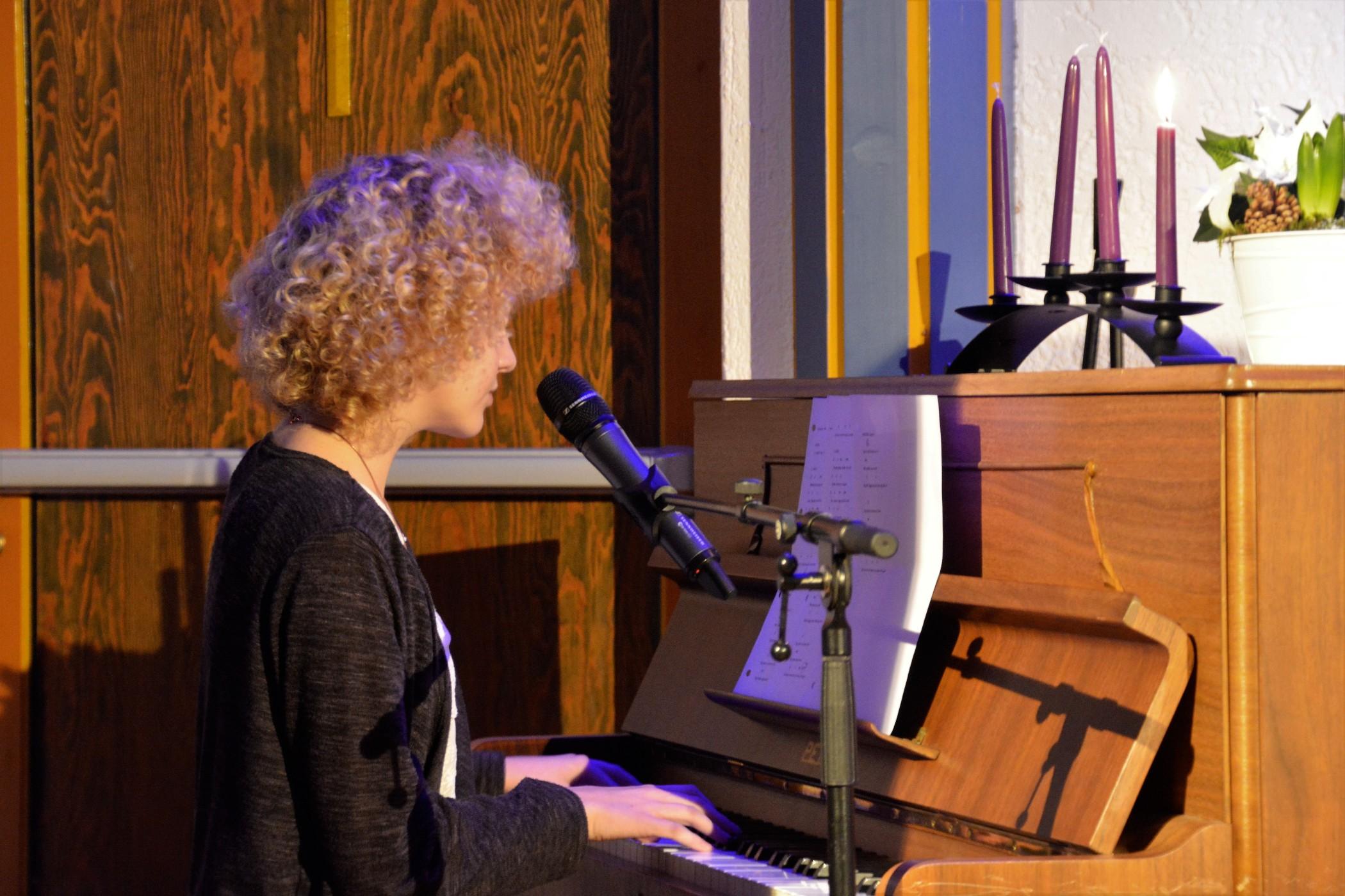 Flott pianospel til Tina sine songar