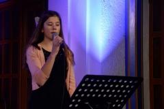 Tina Larsen starta konserten med: Nå er den hellige timen